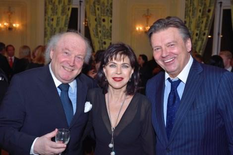 Charity-Event in der Französischen Botschaft: Friedrich Schiller, Anja Kruse und Model-Agentur-Boss Wolfgang Schwarz (Foto Helmut Tremmel)