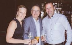 Kicker-Legende Mario Haas mit Gattin und Direktor Andreas Sauseng bei der Eröffnung des Cuisino Gastgartens (Foto Casinos Austria/Marija Kanizaj)