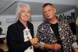 Auch Autor Reinhard Sudy besuchte den Künstler Werner Stadler in seinem neuen Atelier (Foto Manfred Lach)