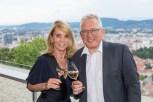 Ingrid Kraus und Thomas Spann - Präsentation des Gelben Muskatellers von Peter Kraus (Foto Werner Krug)