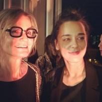 Journalistin und Bloggerin Hedi Grager mit Sängerin und Schauspielerin Edita Malovcic bei der Eröffnung des Loos Salon Wien (Foto Reinhard Sudy)