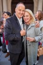Szene-Gastronom Bernd Schlacher mit Journalistin Isabella Klausnitzer bei der Eröffnung des Luis Trenker-Shops (Foto Starpix / Alexander Tuma)