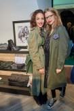 Schauspielerin Maddalena Hirschal mit Freundin bei der Eröffnung des Luis Trenker-Shops (Foto Starpix / Alexander Tuma)