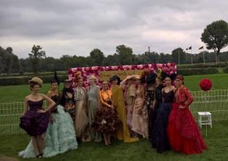 Vienna Ascot: Designerin Eva Poleschinski und ihre Models (Foto Hedi Grager)