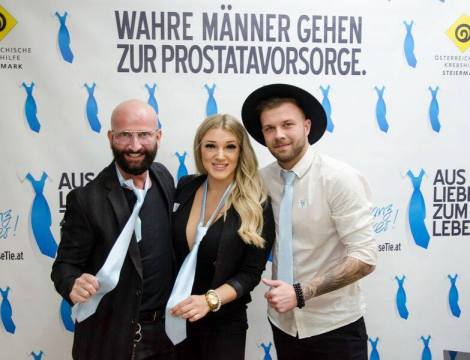 """Loose Tie"" Aktion Shave Off by Dieter Ferschinger - Dieter Ferschinger, Luana Bauer und Lukas Schnorrenberg (Foto Notion Event/Anita Trattner)"