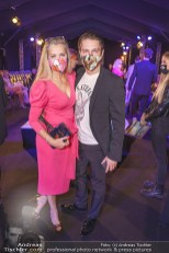 Modenschau von Designer Niko Niko im Rahmen der MQ Vienna Fashion Week. Evelyn RILLE mit Sohn Matthias. (Foto Andreas Tischler)