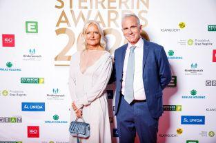 STEIRERIN AWARDS Gala 2020_ Susanne Baumann-Cox in Begleitung ihres Mannes. (Foto Thomas Luef)