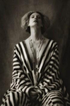Star-Fotografin Inge Prader setzte in der Klimt Villa Schauspielerin Maxi Blaha ins rechte Bild.(Foto Inge Prader)