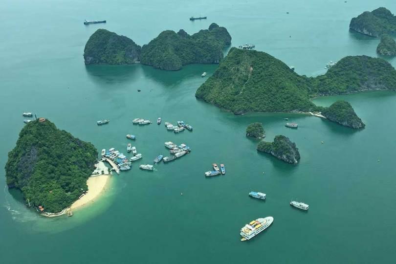 Vietnam - Baie d'HạLong vue d'hydravion