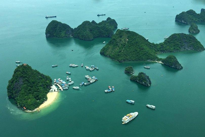 Vietnam - Baie de Ha Long vue d'hydravion