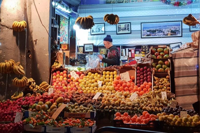 Tanger - Rue d'Italie : Marchand de fruits