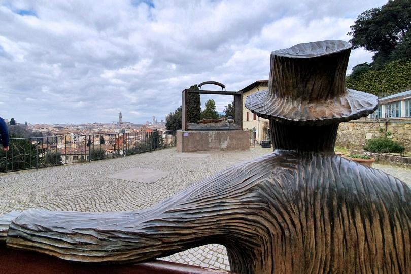 """Florence : Sculptures """"Je me souviens """" et """"Partir"""" de Jean-Michel Folon au Giardino delle Rose"""