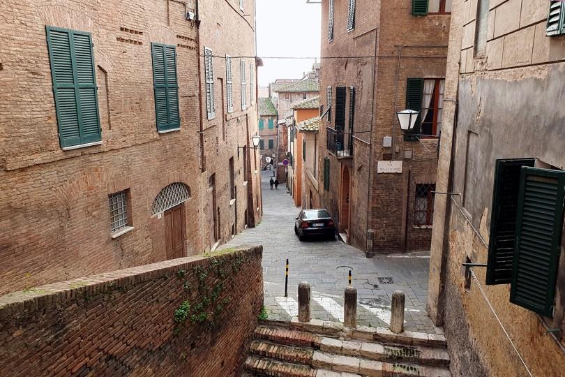 Sienne - Italie : Centre historique / Via della Fonte