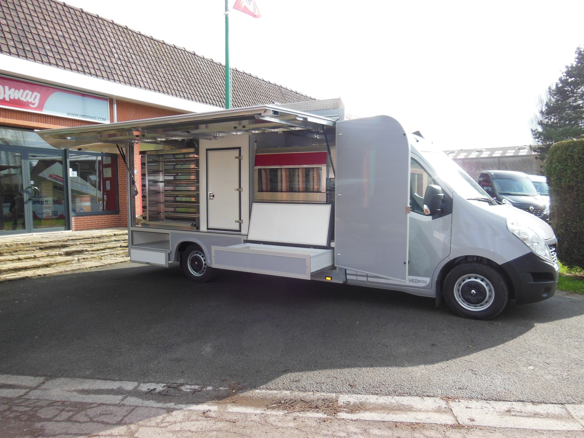 Camion rotisserie version standard  Hedimag fabricant de commerce mobile