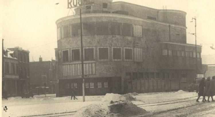 Bron: Rijckheyt.nl | Stationsplein (1942). Royal theater.