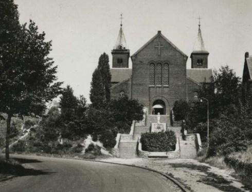 Bron: Rijckheyt.nl | Gerard Bruningstraat O.L. vrouw van Lourdeskerk