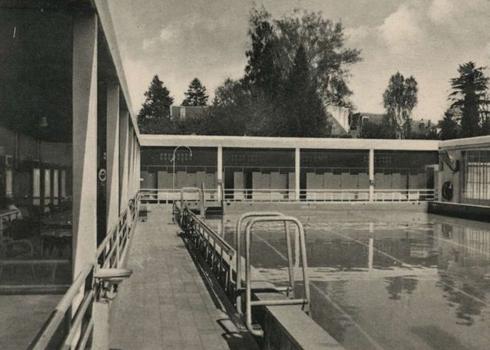 Bron: Rijkcheyt.nl | Sport Fondsenbad aan de Valkenburgerweg (rond 1943)
