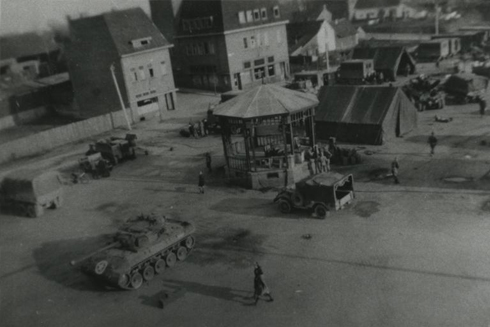 Bron: Rijckheyt.nl | Markt. Amerikaanse tank in het centrum van Hoensbroek.