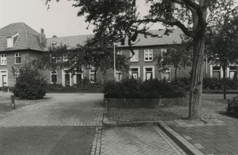 Bron: Rijckheyt.nl | Dr.Schaepmanplein. Woningen ontworpen door architect Jan Stuyt.