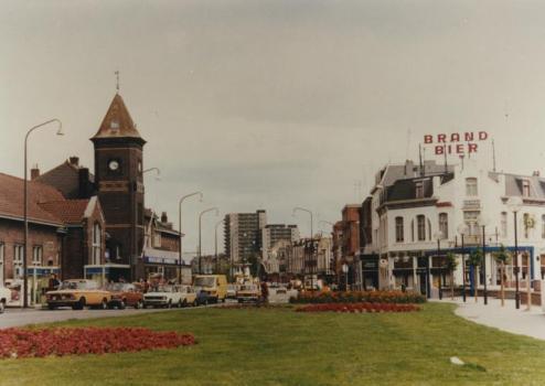 Bron: Rijckheyt.nl | Links het station. Rechts hotel-café-restaurant In de Poort van Herle.