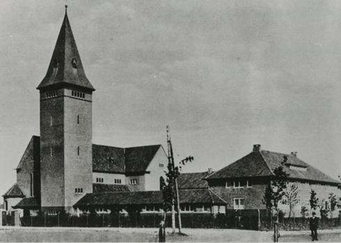 Bron: Rijckheyt.nl | Oranjestraat. O.L. Vrouwe Boodschap-Kerk (ca. 1929)
