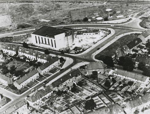 Bron: Rijckheyt.nl   Luchtfoto van de Pius X kerk en een gedeelte van de Molenberg.