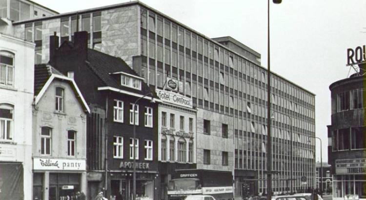 Bron: Rijckheyt.nl | Stationsplein. Links de Stationstraat en de achterkant van het hoofdkantoor van de Staatsmijnen. Rechts het Royaltheater.