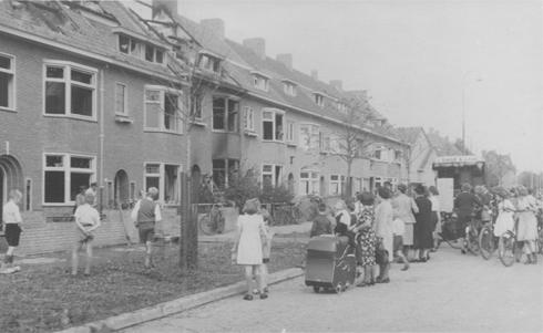Bron: Rijckheyt.nl | Uitgebrande huizen aan de Hessellestraat na bombardement