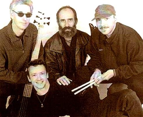 De viermansformatie Blues Compression wordt gevormd door Brian Peters (zang), Jos van Gemert (gitaar), André Balijon (bas) en Peter Steeghs (drums). De band speelt gevarieerde bluesrock en staat garant voor een avond spetterende live muziek.