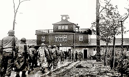 Bron: Poorwilliam.net | Buchenwald ingang 1945