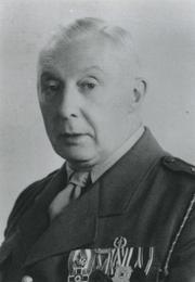 Bron: Rijckheyt.nl |  A.Widdershoven, huisarts te Heerlen en commandant van het gewest Limburg van het Nederlandse Rode Kruis.