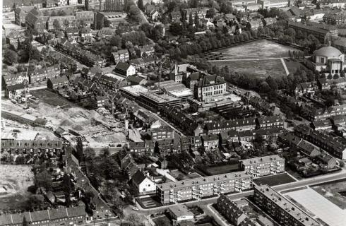 Bron: Rijckheyt.nl | Luchtopname van de Annakerk, Bernardinus-college, Grotius-college en H.T.S., 1963