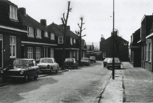Bron: Rijckheyt.nl |  Deel van de Rembrandtstraat gelegen tussen de Mesdagstraat en de Jan Steenstraat (1975).