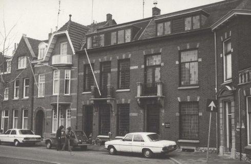 Bron: Rijckheyt.nl   Burgemeester de Hesselleplein (februari 1979). Huisnummer 6, 7 en 8.
