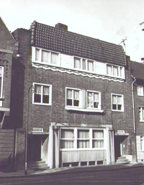 Bron: Rijckheyt.nl | Kapelaan Berixstraat (maart 1979). De huisnummers 10 en 12.
