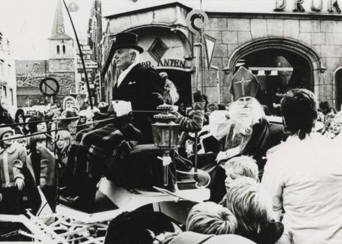 Bron: Rijckheyt.nl | Dautzenbergstraat. Intocht van Sinterklaas (1973)