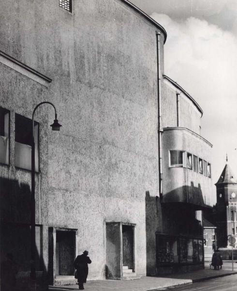Bron: Rijckheyt.nl | Royal Theater. Rechts de toren van het stationsgebouw.