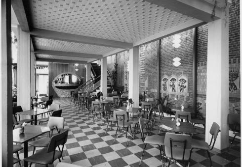 Bron: Rijckheyt.nl | La Veneziana, interieur van de ijssalon aan de Akerstraat / Uilegats (1963)
