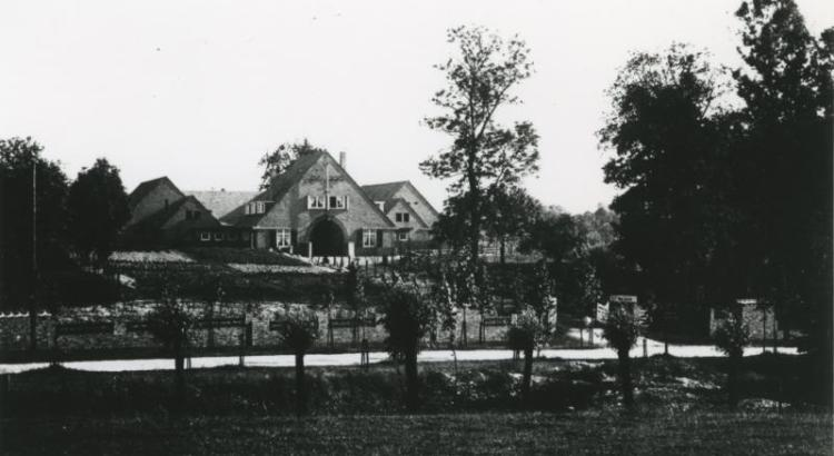 Bron: Rijckheyt.nl | Hoeve De Aar ontworpen door Cornelis van der Velden, architect in dienst van de Staatsmijnen.