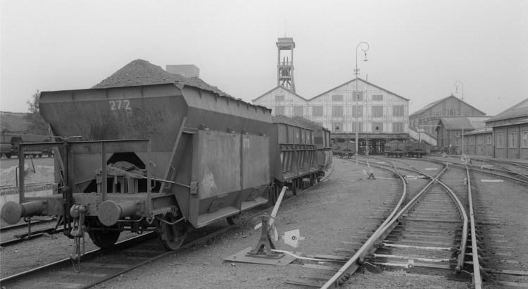 Bron: geheugenvannederland.nl | Kolenwagons op het spoorwegemplacement van Oranje Nassau Mijn IV, Heerlen