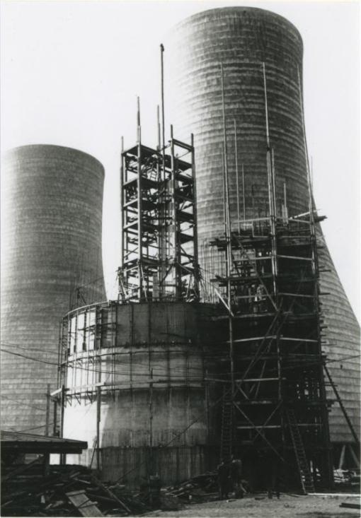 Bron: Rijckheyt.nl | Bouw van de Lange Jan, een van de twee schoorstenen van de Oranje-Nassaumijn I.