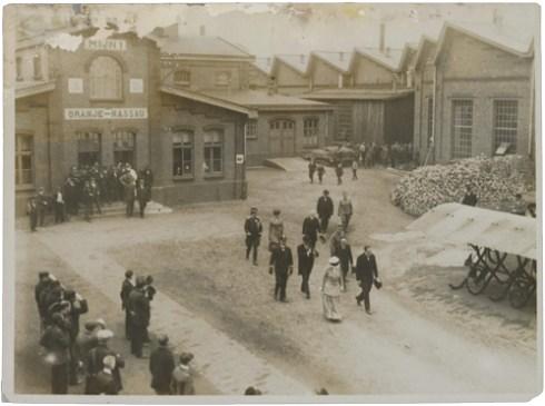 Bron: Gahetna.nl |Bezoek van H.M. Koningin Wilhelmina aan de Oranje-Nassau 1 mijn te Heerlen in 1917.
