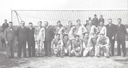 Voetbal elftal VVH16 speelde toen in 1937 landelijk eerste klas IVCB,