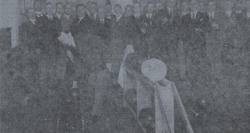 Bron: Limburgs Dagblad | Burgemeester van Grunsven van Heerlen verricht de officiele opening van de nieuwe banen in het Kegelpaleis te Heerlen (1929).