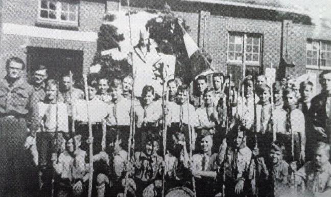 Don Bosco in augustus 1945. Praalwagen Koningsmen-optocht.
