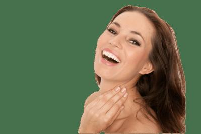 Procedimiento estetico para el rostro, mujer sonriente
