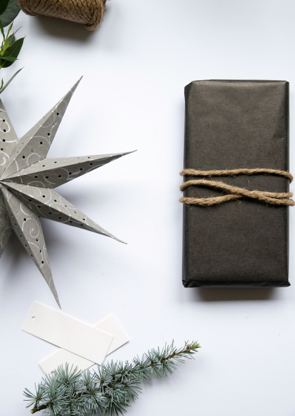 black_wrapping_paper_paper_star_string