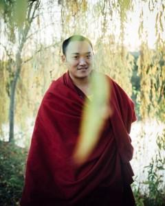 moine en robe traditionnel