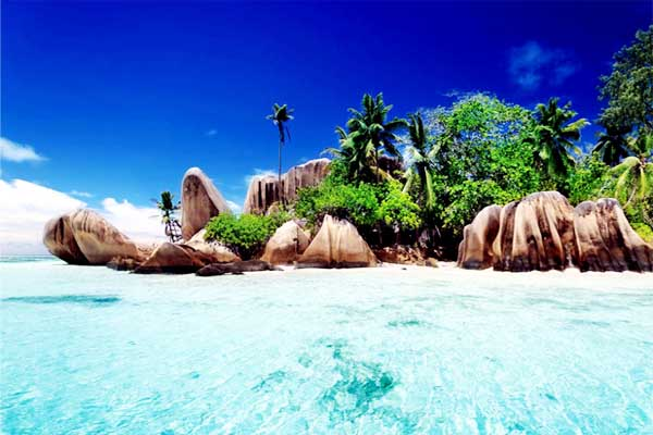 Popular top 10 beautiful beaches including stunning images recognized at international level.