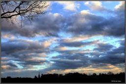 Silhouet-kerk-van-Leende-gezien-vanaf-de-Loofvennen